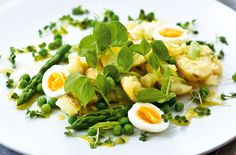 Part of our 5:2 diet meal plan, this delicious summer salad of crushed new potatoes and shoot is a real treat as a filling lunch or light dinner.