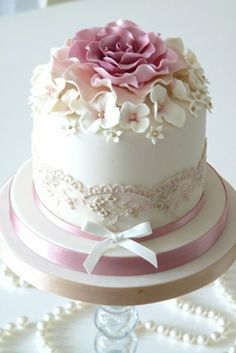 Kuchen - Hochzeit Inspiration - Celebration cakes for women, Party organization ideas, Party plannig business Gorgeous Cakes, Pretty Cakes, Cute Cakes, Amazing Cakes, Fancy Cakes, Mini Cakes, Cupcake Cakes, Small Cake, Elegant Cakes