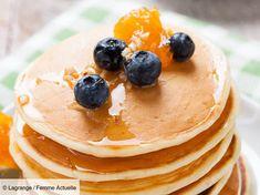Découvrez la recette de Pancakes américains avec Femme Actuelle Le MAG Pancakes Sans Gluten, Dessert, Breakfast, Dutch, Food, Baby, Raspberry, Cooking Recipes, Morning Coffee