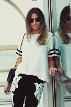 Calça Flare com Aplicação de Guipire + Tshirt Box Off White by Loft747