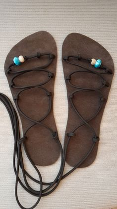 Socks And Sandals, Paracord Projects, How To Make Shoes, Cloak, Huaraches, Barefoot, Primitive, Flip Flops, Footwear