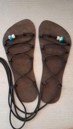 Barefoot sandálky s paracorde šňůrou / Zboží prodejce Lebosa | Fler.cz Socks And Sandals, Paracord Projects, How To Make Shoes, Cloak, Huaraches, Barefoot, Designer Shoes, Primitive, Flip Flops