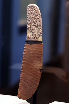 The Gebel el-Arak knife handle with its flint blade, on display at the Louvre.