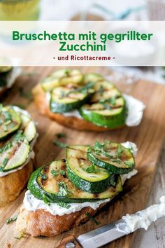 Bruschetta with grilled zucchini and ricotta cream - Fingerfood und Buffet-Ideen - Ricotta, Salmon Recipes, Pork Recipes, Grilling Recipes, Appetizer Recipes, Snack Recipes, Smoothie Recipes, Healthy Snacks, Healthy Recipes