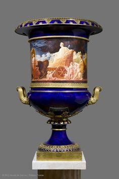 Manufacture de Sèvres  Vase Médicis  1826  Sèvres  Porcelaine dure  Peinture de Louis-Bertin Parant : Entrée de Charles X après son sacre   Musée du Louvre   Paris