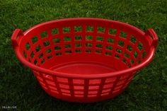 O, that plastic basket I remember so well from my childhood when visiting my grandparents and relatives in Finland! Sarvis pyykkikori