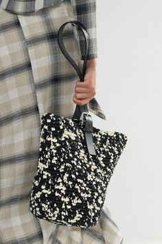 """New Cheap Bags. The location where building and construction meets style, beaded crochet is the act of using beads to decorate crocheted products. """"Crochet"""" is derived fro Bag Crochet, Crochet Handbags, Crochet Purses, Crochet Clutch, Knit Fashion, Fashion Bags, Fashion Show, Finger Knitting, Kelly Bag"""
