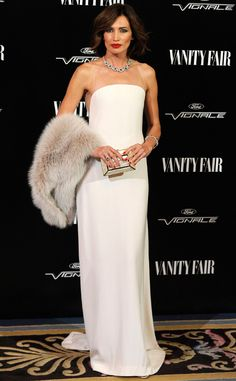 Nieves Alvarez turned heads at the Vanity Fair gala in Spain in this minimalist style, white, strapless Stéphane Rolland Couture gown which she paired with gorgeous jewels, a clutch, and a fur.