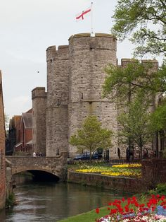 15 Best Things to Do in Canterbury (Kent, England) - The Crazy Tourist Canterbury England, Canterbury Cathedral, Dublin Travel, Ireland Travel, Scotland Travel Guide, Stuff To Do, Things To Do, Kent England, Lake District