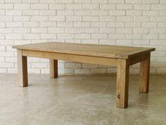 味わい深いヴィンテージ家具のモッシュシリーズ。120サイズでゆったり使えるの古材テーブル。アーベル160ダイニングテーブルもございます。お部屋に存在感を与え、雰囲気アップ間違いなしです。【MOSH】(モッシュ)ライフスタイルに置ける[家具:FURNITURE]の存在は、時代の変化と共に形・デザイン・質感を常に変化させています。しかしその中にも、普遍的に人々を惹きつける共通したディテールがあることに気付かされます。それは、家具がプロダクトとしての存在を超え、ライフスタイルに密接した道具であるが故だと考えます。その普遍的なディテールを抽出し、現代のライフスタイルに合ったデザインと結びつけ、また新しいデザインを生みだすフィルターとなることを志向しています。