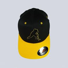 FLEXFIT baseball cap with 6 panels polyester / cotton / spandex Color: Black, with Yellow brim. Logo in black Flock (suede effect), lined with a vinyl colour of the brim. Hockey, Baseball Hats, Silhouette, Sports, Etsy, Fashion, Hair Caps, Unique Jewelry, Hs Sports