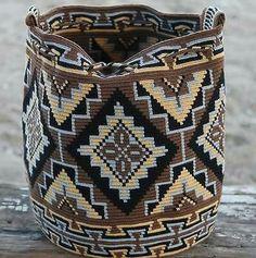 Original Wayuu Mochila hand woven in LaGuaira Colombia, una hebra tecnique in Clothes, Shoes & Accessories, Women's Handbags Crochet Gifts, Knit Crochet, Mochila Crochet, Tapestry Crochet Patterns, Tapestry Bag, Crochet Purses, Crochet Bags, Knitted Bags, Crochet Accessories