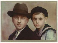 Portret van vader en zoon in matrozenpak, Jacob Merkelbach, 1920 - 1930