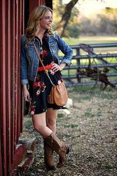 Floral dress, denim jacket & cowboy boots. Rodeo outfit.