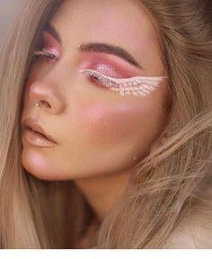 Silver Glitter Wedding Makeup Look for Blue Eyes. The Best Wedding Makeup Ideas - Best Make-Up Makeup Eye Looks, Eye Makeup Art, Crazy Makeup, Cute Makeup, Pretty Makeup, Eyeshadow Makeup, Eyeliner, Eye Art, Makeup Wings