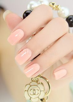 nude nail, so feminine, and dainty. I love them!