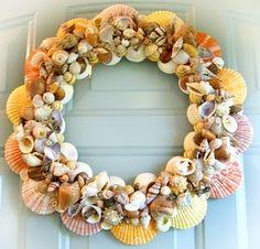 shell wreath for beach house Seashell Wreath, Seashell Art, Seashell Crafts, Beach Crafts, Diy Crafts, Diy Wreath, Door Wreaths, Couronne Diy, Holiday Wreaths