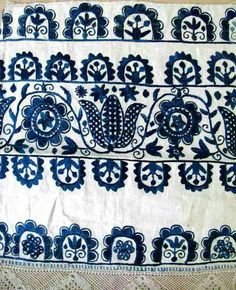 Folk Embroidery Ideas Meyers Holdroyd pinned this wonderful example of Slovak embroidery. Wouldn't this look lovely on a pillow? Hungarian Embroidery, Embroidery Motifs, Embroidery Designs, Embroidery Thread, Motifs Textiles, Textile Patterns, Print Patterns, Folklore, Art Textile