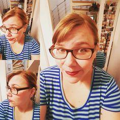 Ich trage wieder Zopf. So richtig glücklich bin ich mit meinen langen Haaren nicht irgendwie fühle ich mich damit langweilig und denke echt oft sehnsüchtig an meinen Pixiecut zurück. Durchhalten oder nicht? Ne neue Brille bräuchte ich dann auch mal nach 5 Jahren. Seufz. #selfie #me #momof3 #mamablog #papablog #frauenüber30