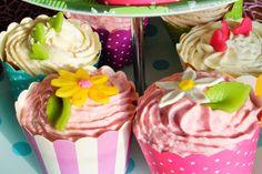 Alex im Cupcake Wahnsinn . . . . . 2. Teil, Kindermilchschokolade Cupcakes Cupcakes, Desserts, Food, Biscuits, Schokolade, Pies, Kuchen, Milk, Homemade