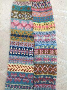 For inspiration - Random fairisle patterns, scrap yarns for original scarf. Fair Isle Knitting Patterns, Knitting Charts, Knitting Stitches, Knitting Designs, Knitting Socks, Hand Knitting, Knitting Ideas, Motif Fair Isle, Fair Isle Pattern