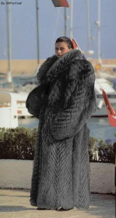 Rosamund Pike in fox fur by FurHugo on DeviantArt Fur Fashion, Winter Fashion, Fox Fur Coat, Fur Coats, Fox Collection, Pink Fox, Style Guides, Coats For Women, Mantel