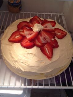 How to Make an Extreme Strawberry Cheesecake Cake Recipe Strawberry Cheesecake Cake Recipe, How To Make Cheesecake, Strawberry Recipes, Cheesecake Recipes, Strawberry Whipped Cream, Instant Pudding, Cake Servings, Round Cake Pans, Desert Recipes