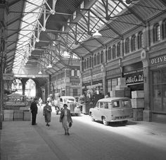 Georges Street Arcade 1956 Old Pictures, Old Photos, Double Yellow Lines, Images Of Ireland, Photo Engraving, Dublin City, Historical Photos, Arcade, Street View