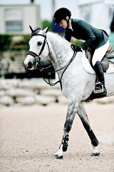 Lillie Keenan and Pumped Up Kicks, WEF Source: Noelle Floyd Horse Show, Eq… – Art Of Equitation Pretty Horses, Horse Love, Horse Girl, Beautiful Horses, Book 15 Anos, English Riding, Equestrian Outfits, Equestrian Style, Horse Pictures