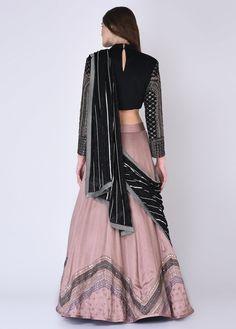 Indian Fashion Dresses, Dress Indian Style, Indian Designer Outfits, Black Lehenga, Indian Lehenga, Yellow Lehenga, Lehenga Choli, Choli Blouse Design, Blouse Designs