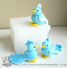 Custom hand made cake toppers and cupcake toppers. Made from fondant or sculpy. Bird Cake Toppers, Fondant Toppers, Fondant Cakes, Fondant Figures, Cake Decorating Techniques, Cake Decorating Tips, Decors Pate A Sucre, Artisan Cake Company, Crea Fimo