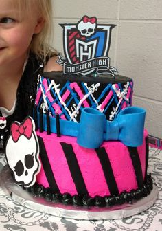Pretty sure Emma would love this monster high cake! Tortas Monster High, Festa Monster High, Monster High Cakes, Monster High Party, Fancy Cakes, Cute Cakes, Yummy Cakes, Monster High Birthday Cake, Birthday Cake Girls