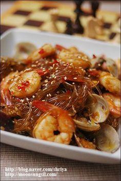 Korean Side Dishes, Paleo Menu, Asian Recipes, Ethnic Recipes, Hawaiian Recipes, Food Festival, Korean Food, Food Items, Easy Cooking