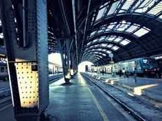 MILANO - Tragedia alla stazione di Rogoredo, dove un giovane ragazzino di venticinque anni è stato travolto e ucciso da un treno.