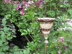 pour les oiseaux...peut accueillir graines, morceaux de fruits, céréales.....