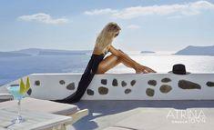 The pool of Atrina Oia Hotel is an oasis of calm, refreshment and splendor. With panoramic views to the Aegean Sea , the caldera, & the legendary volcano. Santorini Luxury Hotels, Oia Santorini, Santorini Holidays, Pool Bar, Golden Brown, Outdoor Decor, Amazing