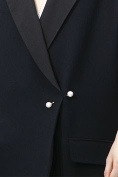 Chic Simplicity - black blazer with pearl pin; fashion details // Chloe Fall 2012