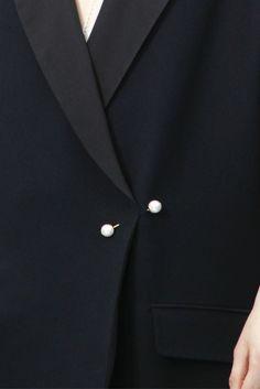 Chic Simplicity - black blazer with pearl pin; fashion details // Chloe Fall 2012