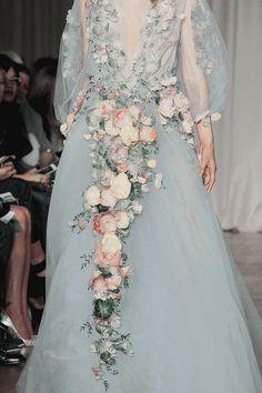 myfavoritefashionthings: Marchesa Spring 2015 - the-spectatre Fashion Vestidos, Dress Vestidos, Prom Dresses, Wedding Dresses, Pageant Gowns, Club Dresses, Spring Fashion Trends, Fashion Week, Couture Fashion