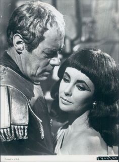 Richard Burton Elizabeth Taylor, Elizabeth Taylor Cleopatra, Hollywood Actor, Classic Hollywood, Old Hollywood, Cleopatra Pictures, Press Photo, Cool Costumes, Tennessee