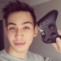 Heyoo! Lakko täs terve! Teen tänne kaikenlaista sisältöä, pelivideoista vlogeihin. Toivottavasti nautitte! :) Usein kysyttyjä kysymyksiä: Millä pelaat? - Xbo...