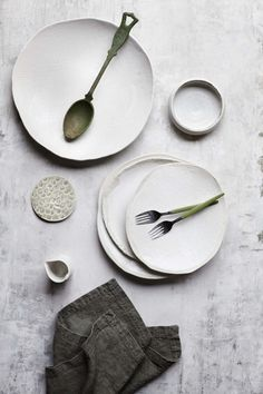 Handmade white ceramic plates with a cool texture and minimal style. The stoneware dishes look really cool against the stone backdrop. Ceramic Tableware, Ceramic Pottery, Ceramic Art, Kitchenware, Porcelain Ceramics, Ceramics Tile, Wabi Sabi, Pretty Things, Diy Home