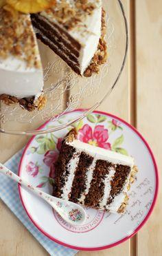 El blog de Megasilvita.com: Tarta de Piña con nueces y cubierta de nata con queso mascarpone