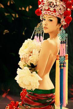 Opera Art by leelywang on DeviantArt Traditional Chinese Wedding, Chinese Style, Traditional Dresses, Nirvana, Chinese Bride, Chinese Opera, Japanese Geisha, China Dolls, China Fashion