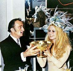 Brigitte Bardot com Salvador Dali  #BrigitteBardot #salvadordali