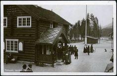 Tinnoset jernbanestasjon, Telemark Cabin, House Styles, Home Decor, Decoration Home, Room Decor, Cabins, Cottage, Interior Design, Home Interiors
