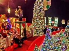 "Castle Noel - Medina Ohio ""America's Largest Indoor Christmas Entertainment Attraction"""