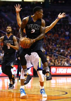 "Eric Bledsoe Wears the ""Drake vs. Lil Wayne Tour"" Air Jordan III On-court 
