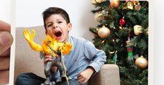 Não podemos jamais esquecer de agradecer os presentes recebidos no Natal. Na hora em que os recebemos pessoalmente mas também aqueles que recebemos de pessoas ausentes.  São avós irmãos primos ou pais que estão distantes e nos mandam presentinhos principalmente para as crianças. Esses presentes também devem ser agradecidos. Hoje com esses recursos tecnológicos é possível fazer um cartão postal com uma foto quem sabe da criança com o brinquedo na mão ou você do lado da toalha de mesa que…