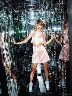 Fantasy Fashion Design: Taylor Swift posa para la revista ASOS
